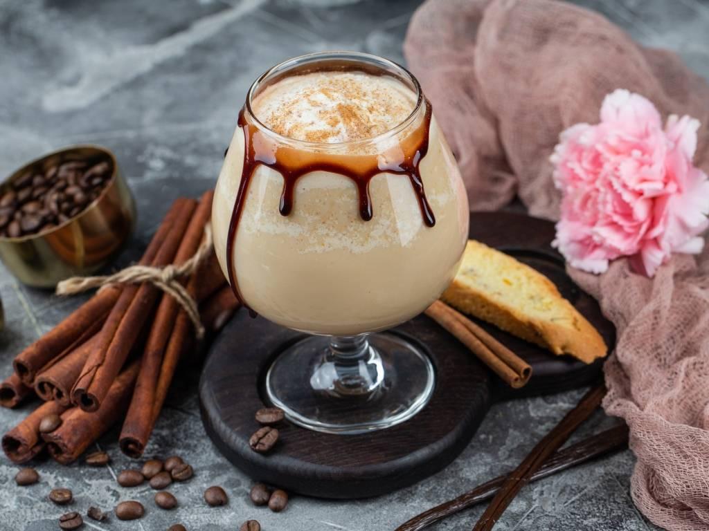 Кофе с корицей — польза и вред для здоровья и похудения, с рецептами