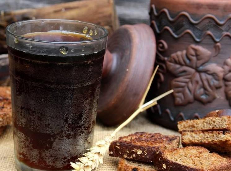 Делаем квас из черного хлеба в домашних условиях и рецепты приготовления
