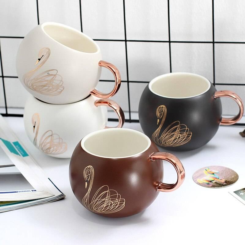 Набор кружек для кофе с блюдцем и подставкой: выбираем подарочные
