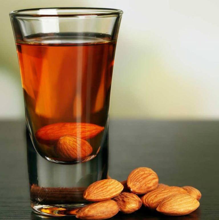 Амаретто: что нужно знать, как пить, марки + 2 рецепта в домашних условиях