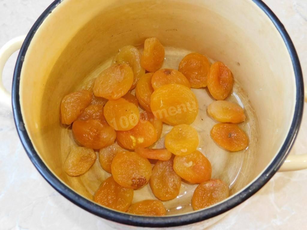 Простой компот из изюма с сахаром