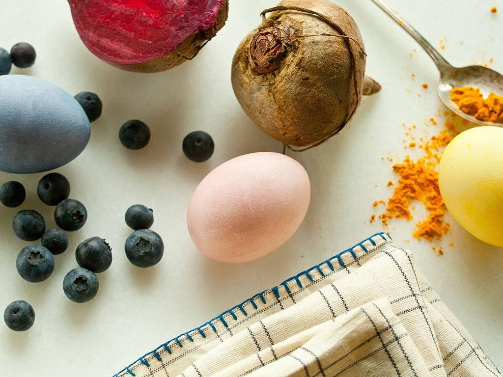 Старинные методы окрашивания яиц без краски и химии!