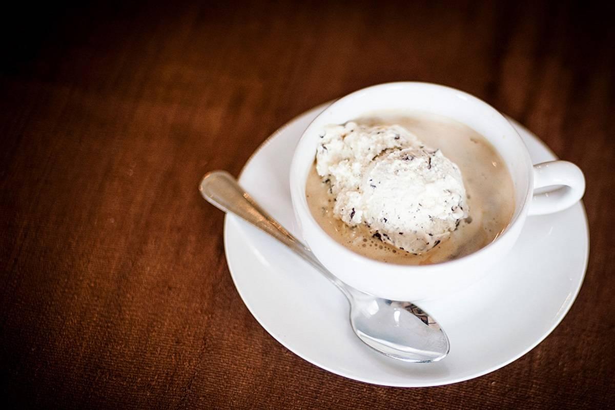 Сколько калорий в чашке кофе с молоком, как рассчитать калорийность кофейных напитков и кофе с добавками