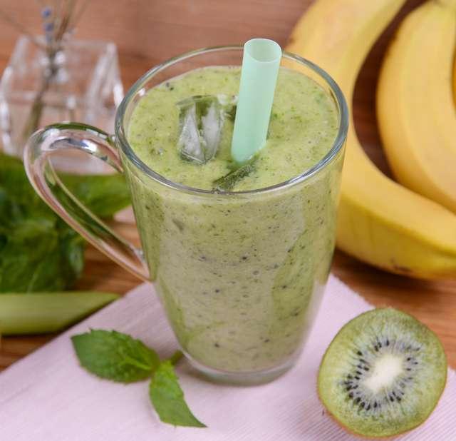 Смузи из яблока и банана: рецепты с молоком, апельсином, киви, сельдереем