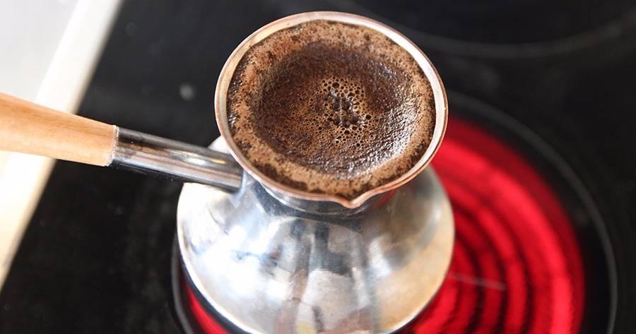 Как варить кофе в турке на плите: простые рецепты