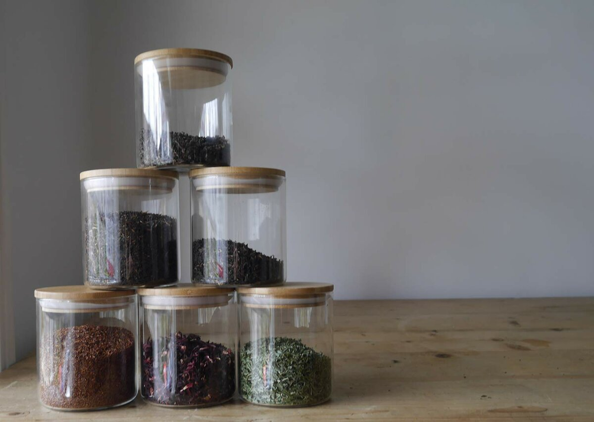 Как хранить травы для чая в домашних условиях: выбор тары, условия и сроки