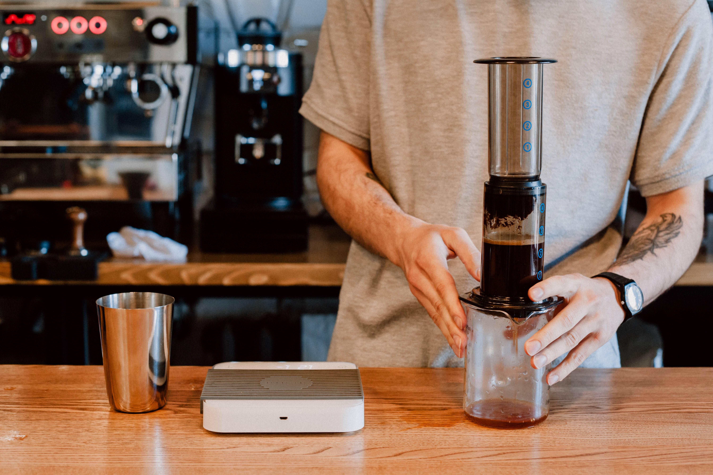 Приготовление кофе в аэропрессе