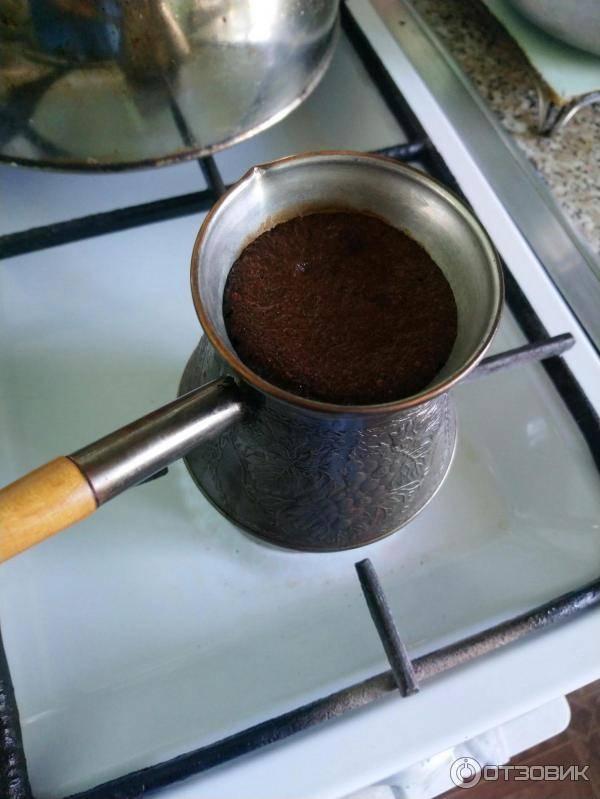 Как сварить кофе в кастрюле и в ковшике на плите: рецепты