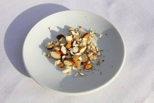 Кедровые орехи с молоком от кашля: рецепт, видео, польза и противопоказания