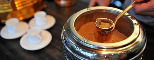 4 рецепта, в которых кофе можно варить в кастрюле на плите
