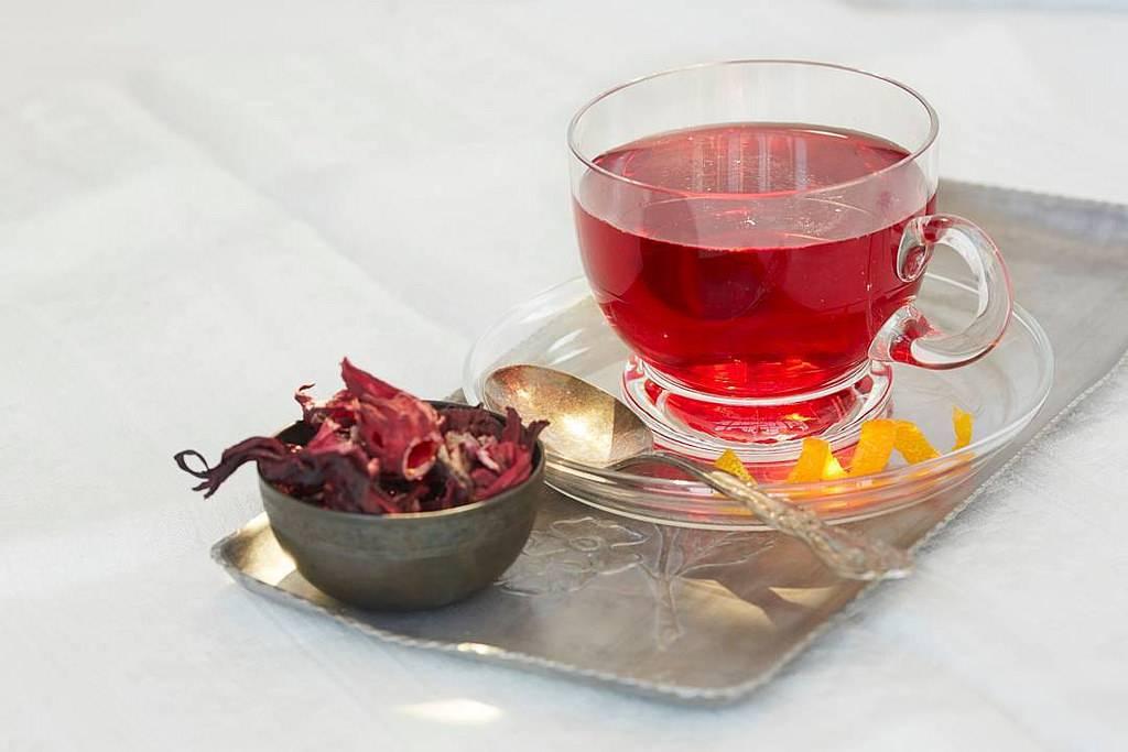 Чай гибискус: 10 удивительных полезных свойств