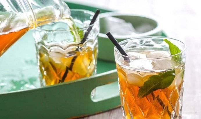 Как освежиться в летнюю жару: 5 лучших рецептов холодного чая