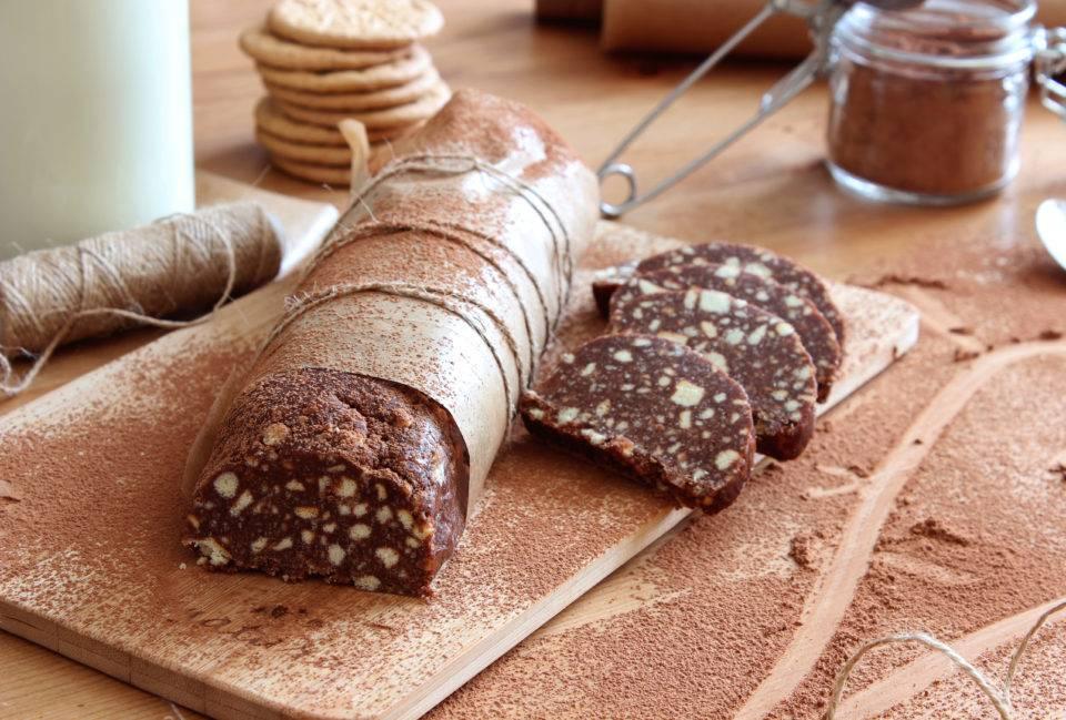 Как сделать домашнюю шоколадную колбасу из печенья