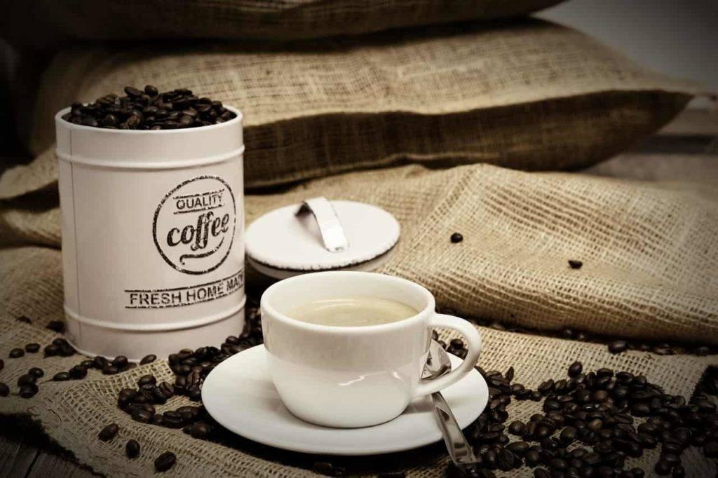 Плюсы и минусы кофе во время грудного вскармливания