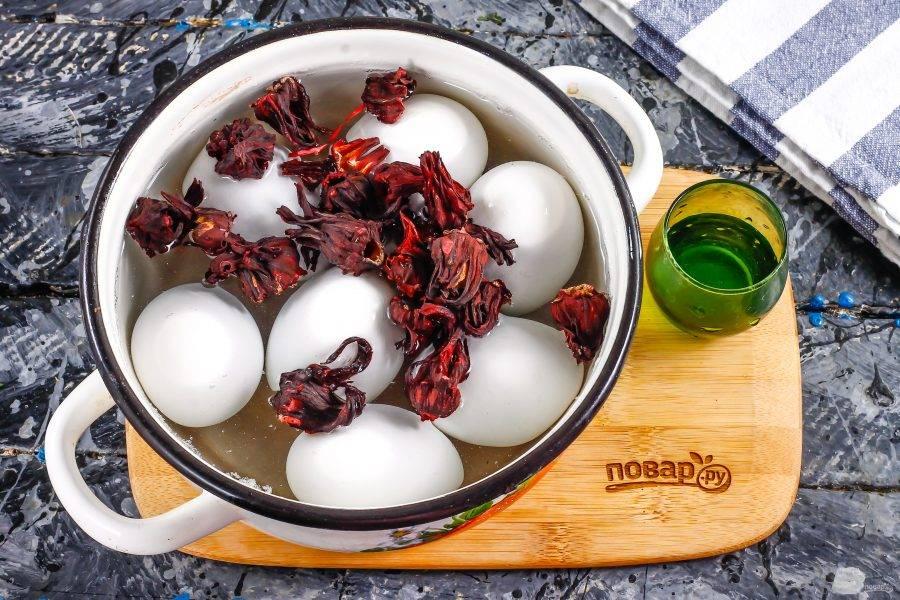 Как правильно красить яйца чаем и кофе. как покрасить яйца черным чаем