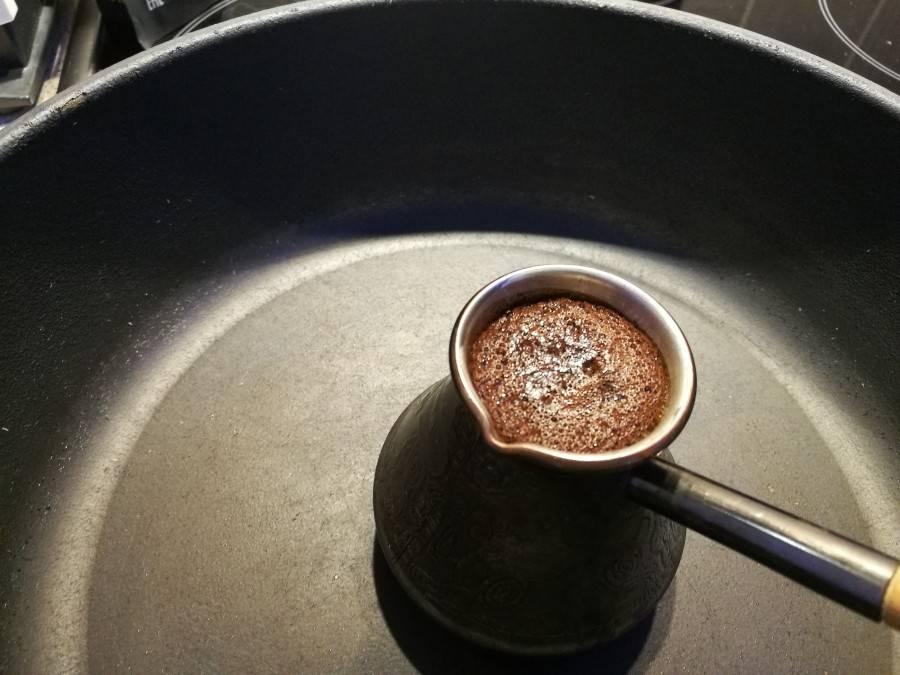 Как варить кофе в турке на плите. как правильно в турке варить вкусный кофе