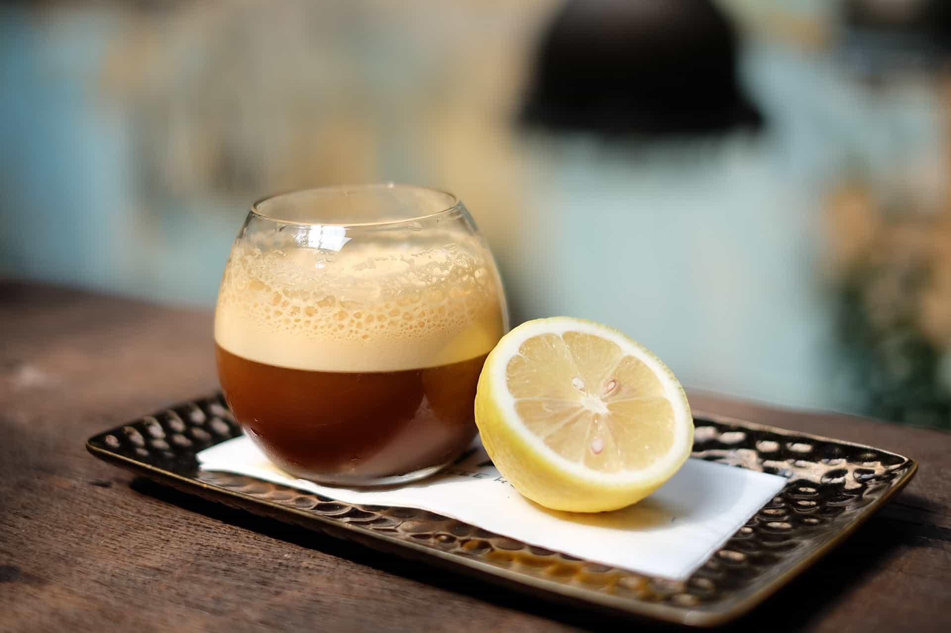 Польза и вред кофе с лимоном