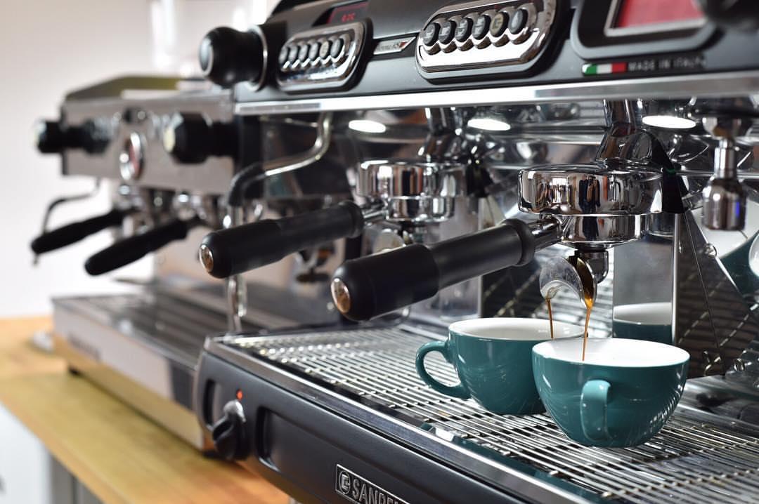 Кофемашина для кофейного бизнеса: особенности выбора