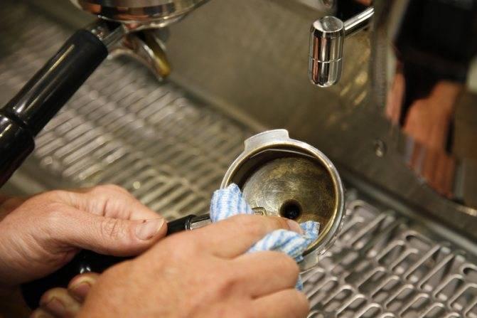 Достаточно одной таблетки: эффективная очистка кофемашины без головной боли