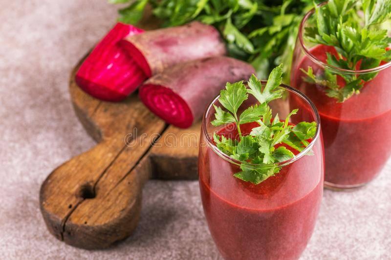 8 рецептов смузи со свеклой – используем сам овощ и свекольную ботву