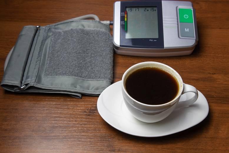 Как кофе воздействует на давление: повышает или понижает