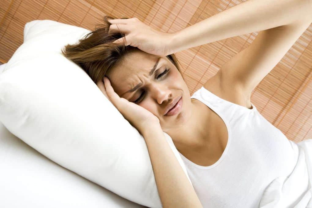 После еды кружится голова, слабость, тошнит: причины и лечение недомогания