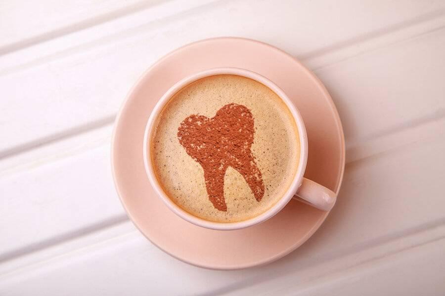 Как пить кофе чтобы не желтели зубы?   здоровье зубов