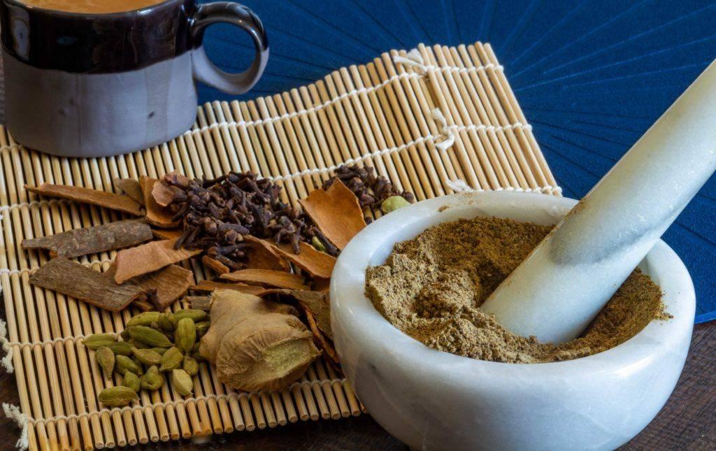 Чай с кардамоном: полезные свойства и противопоказания, рецепты