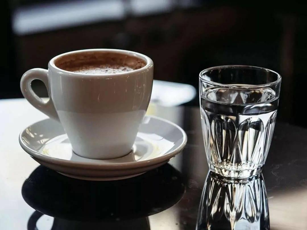 Несколько советов от бариста: зачем и как грамотно пить эспрессо с водой