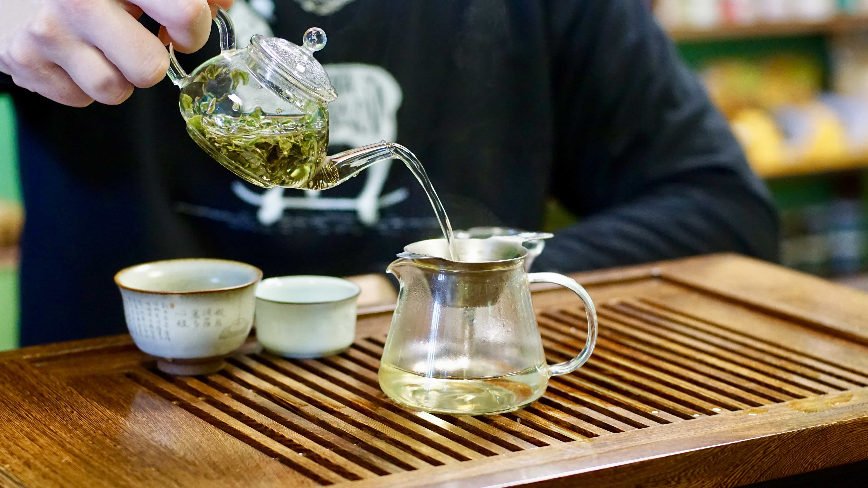 Белый чай — польза и вред элитного напитка, замедляющего старение