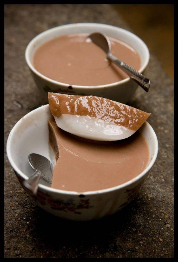 Молочное желе с добавлением кофе, шоколада и фруктов