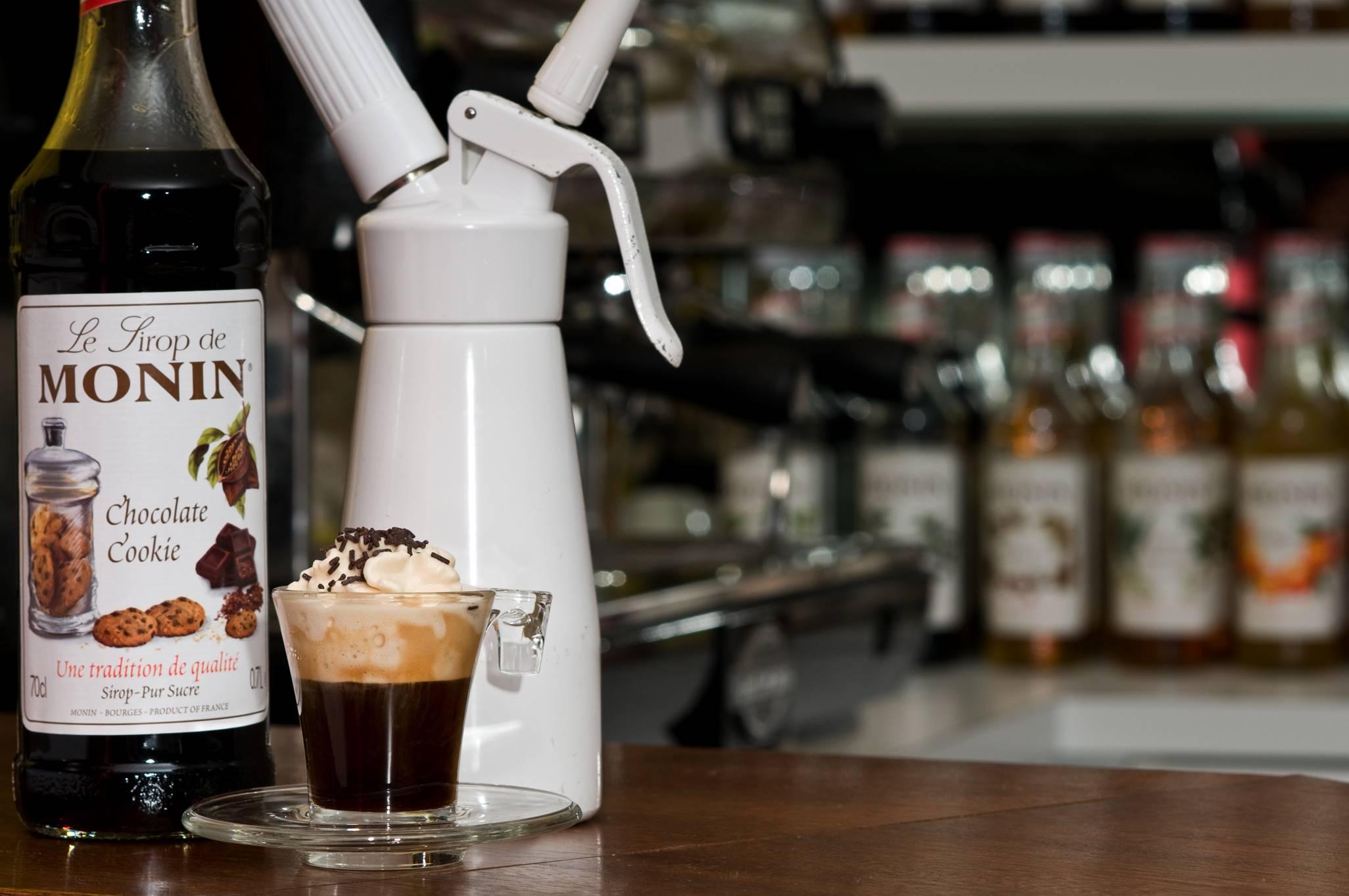 Как выбрать сиропы для кофе и топпинги: виды, марки, вкусы