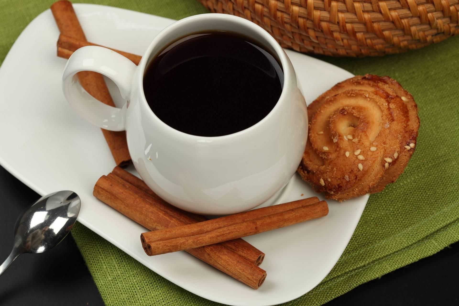 Сколько корицы добавлять в кофе [+4 простых рецепта]