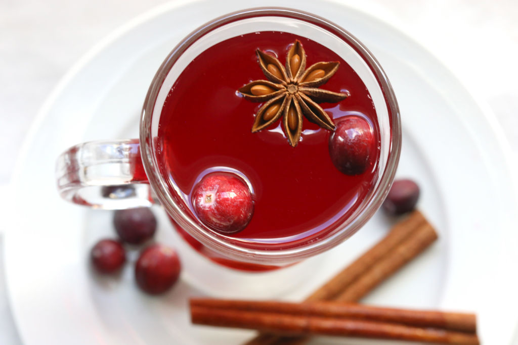 Брусничный чай: 7 рецептов напитка с брусникой, полезные свойства, противопоказания