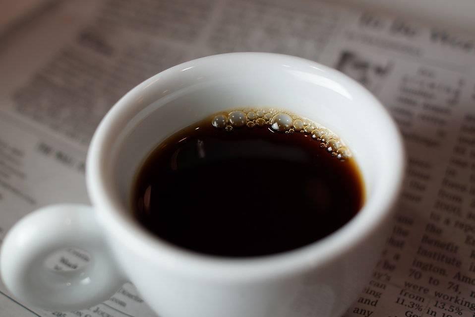 Чай на ночь: вредно, полезно или лучше никак не употреблять его перед сном?