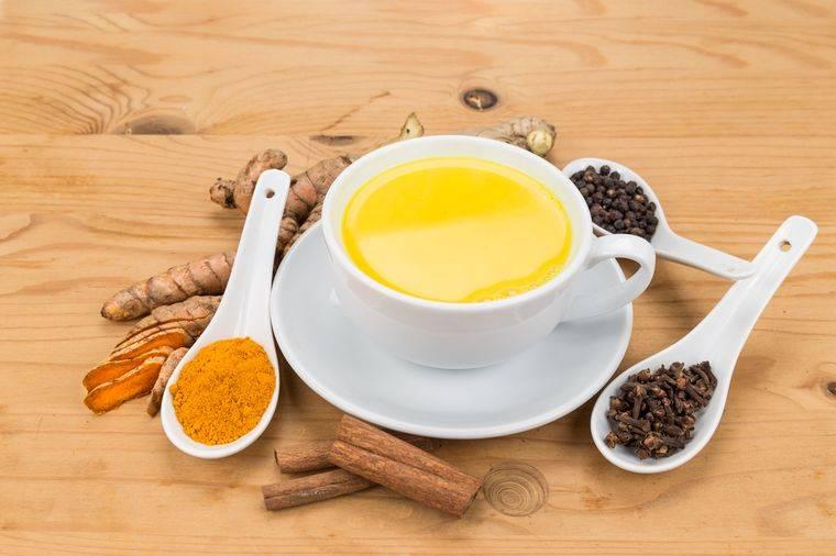 Куркума с черным перцем: как действуют полезные свойства, рецепты с соотношением меда, оливкового масла, а также мнение островского и правила приема