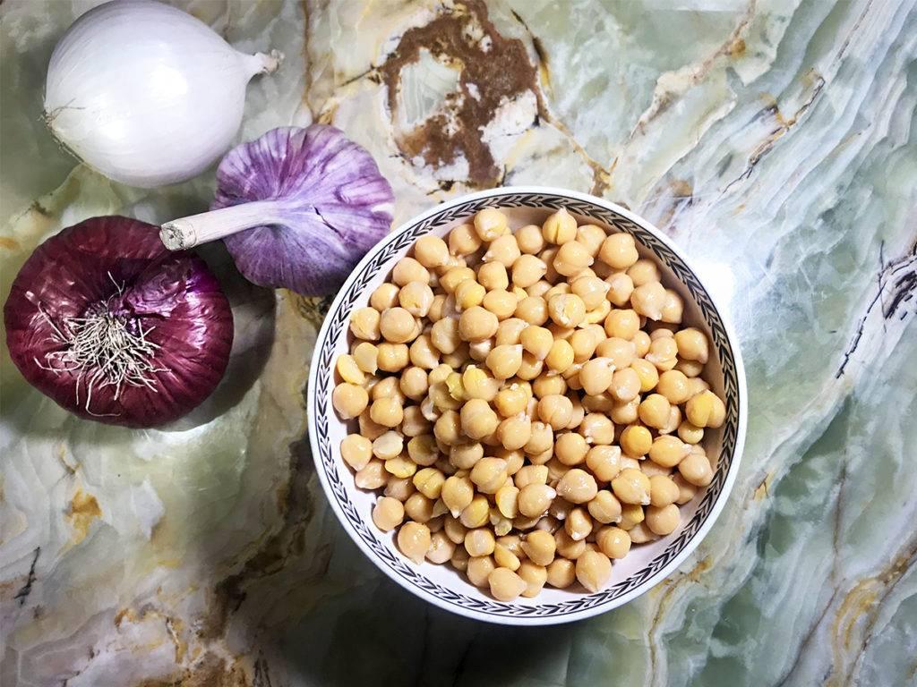 Нут: польза и вред, что это такое, как влияют свойства турецкого гороха на здоровье мужчин и организм женщин, чем похож на орех, едят ли продукт сырым и жареным?
