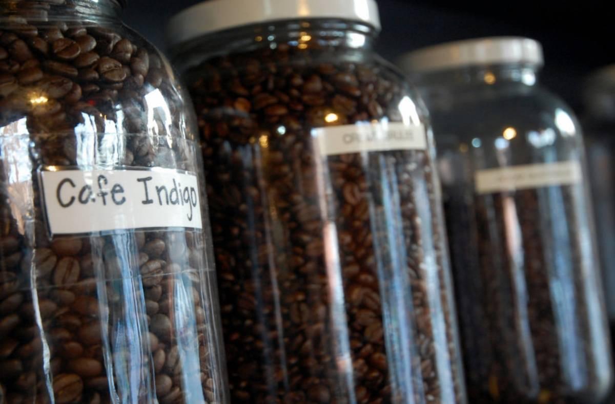 Как правильно хранить молотой и зерновой кофе, в домашних условиях