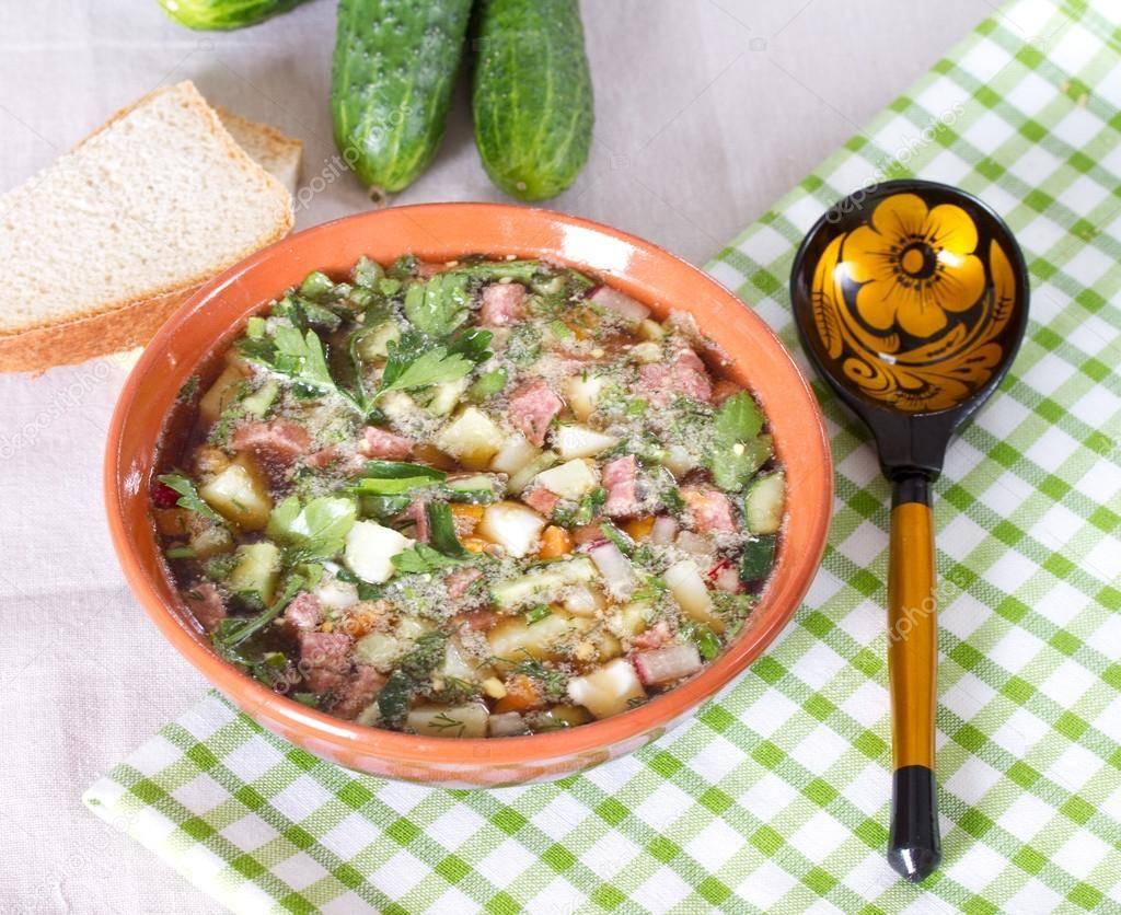 Окрошка классическая на квасе с колбасой — 2 очень вкусных рецепта