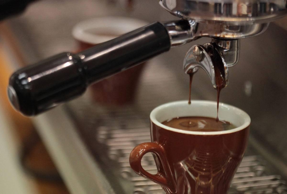 Особенности и рецепты кофе лунго: вкус, свойства, рецепты приготовления | горячая чашка