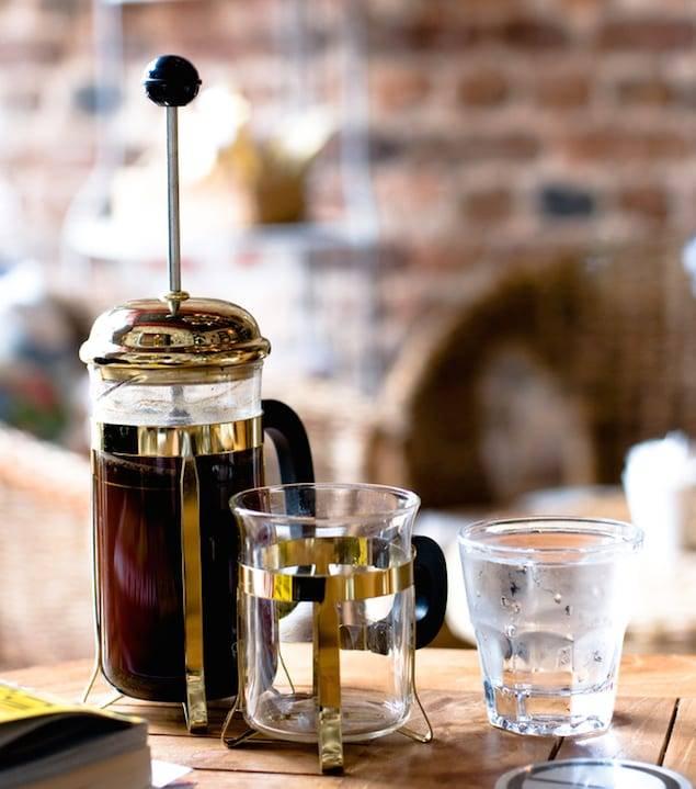 Френч-пресс-приготовление кофе во френч-прессе