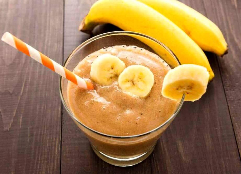 Рецепты смузи с бананом — лакомство для ценителей фруктовых коктейлей