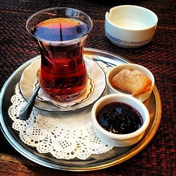 Армуды (27 фото): описание азербайджанских стаканов для чая. как пользоваться турецким чайным набором?