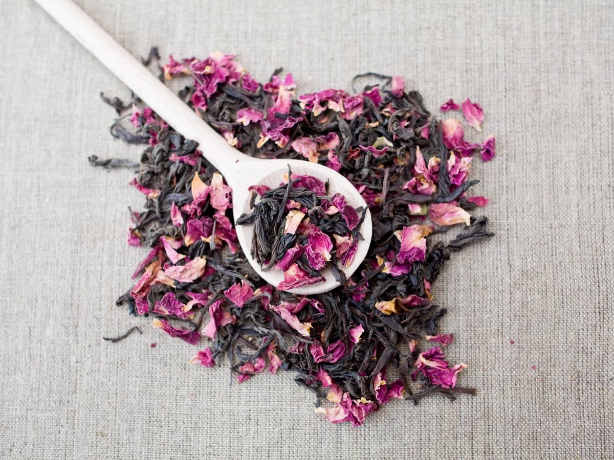 Китайский чай Мэй Гуй Хун Ча с цветочной добавкой из бутонов роз