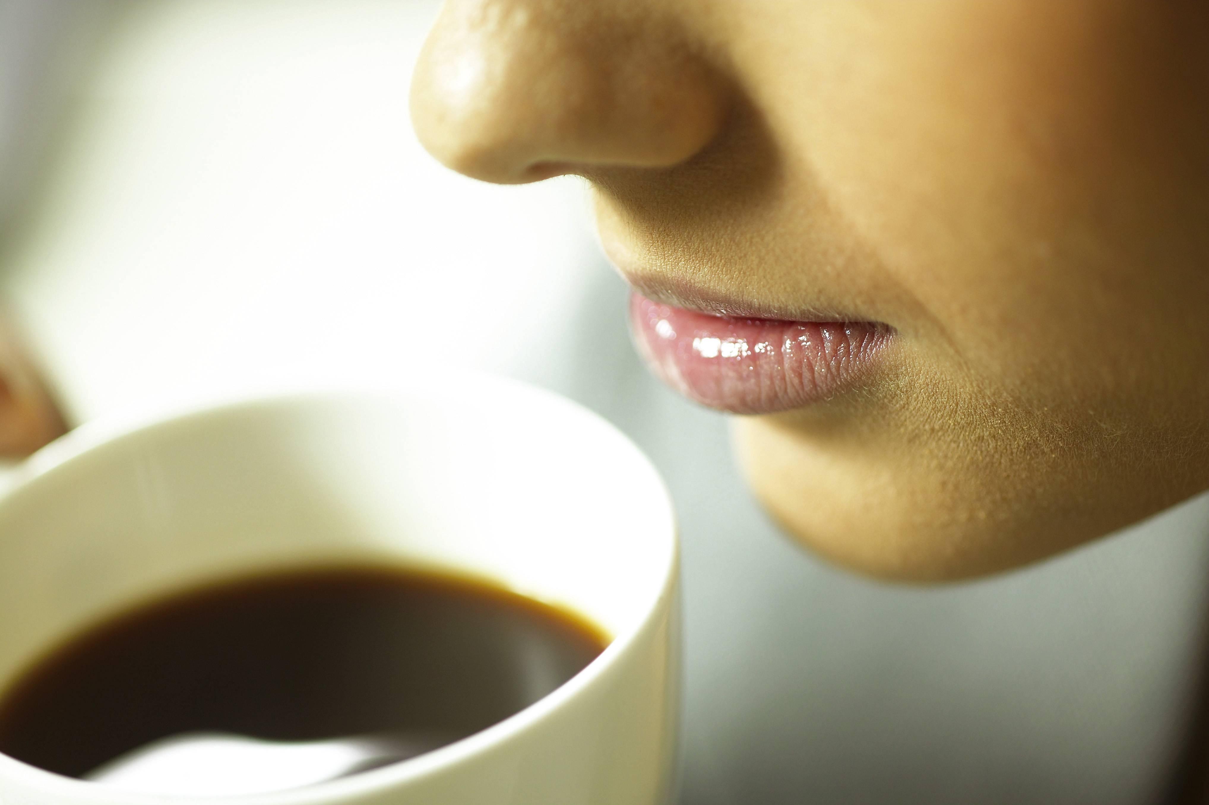 Кружится голова после еды: причины ощущения слабости