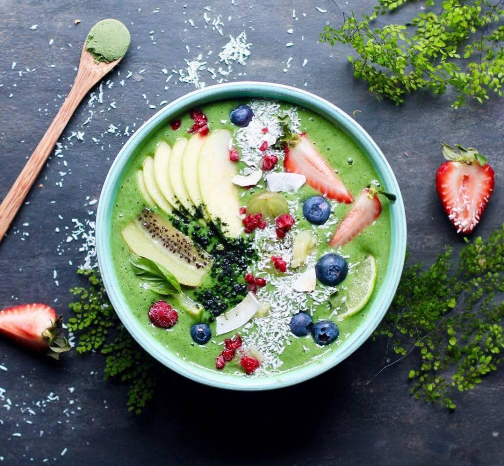 Смузи-боул: что это такое? рецепты для завтрака с бананом и  клубникой, зеленый, голубой и другие варианты