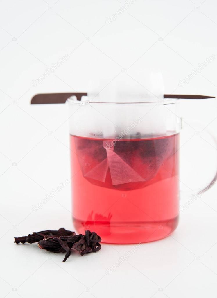 Чай каркаде повышает или понижает давление? — ответ врачей и диетологов