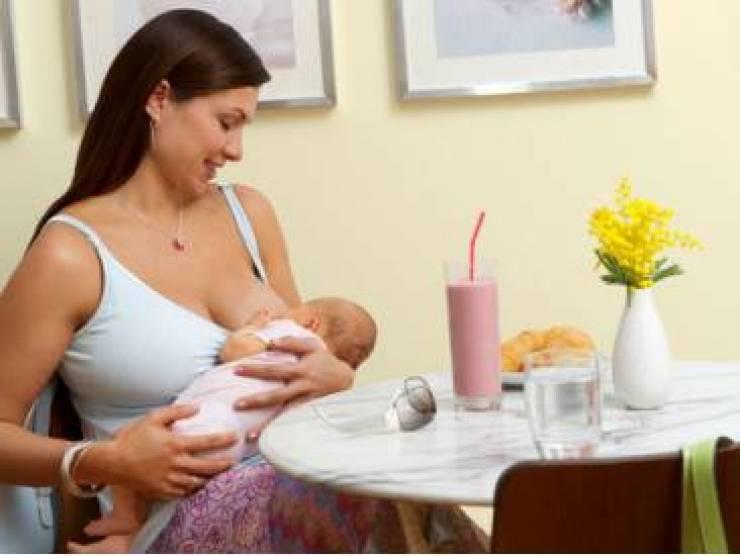 Можно ли кормящей маме чай с молоком