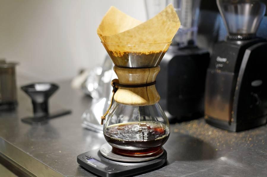 Рецепты шефов: 4 альтернативных способа заваривания кофе совладелец петербургских кофеен «больше кофе», «кофе на кухне» и «домод» николай готко рассказал, как приготовить кофе альтернативными способам