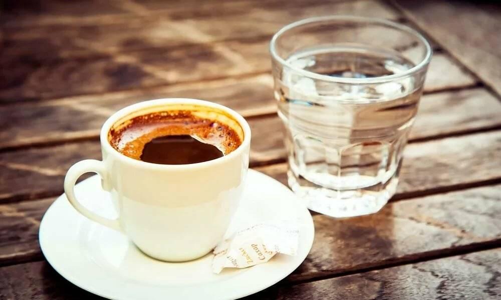 Зачем пить воду после кофе – все за и против восточной традиции